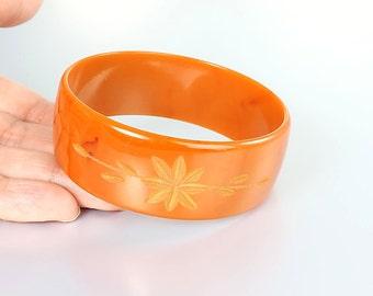 Burnt Orange carved Bakelite Bangle. Pumpkin Bakelite Bracelet, Flower and Leaf Mod jewelry