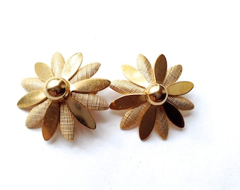 Sarah Coventry Flower Earrings Daisy Retro Designer Fashion Jewelry