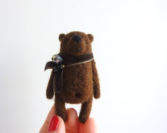 Needle felted Brown Bear brooch, Miniature Animal toy, Gifts for Her, in the gifts box, eco friendly toy / Made to order