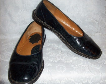 Vintage Ladies Black Leather Loafers Slip On Flats by BORN Size 8 Only 9 USD
