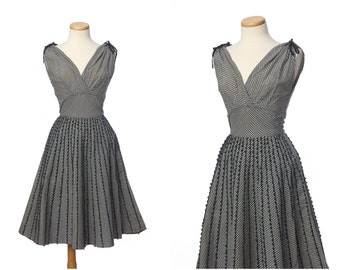 Cute 50s day dress // Vintage DARLING Black Cream Gingham Shelf Bust Dress Embroidered Full Skirt Small