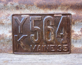 Antique Maine License Plate 1935 Aged Rusted Patina Rusty Number 564 Metal License Plate Tag Chippy Paint Garage Man Cave Rat Rod Car Truck