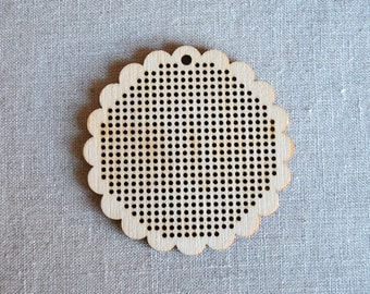 "Wooden scallop edged cross stitch blank disc, 6.5cm (approx 3"")"