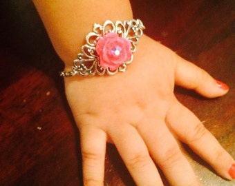 Baby girl flower filigree bracelet made with a pink flower, silver color,adjustable chain.