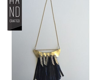 Necklace in leather with fringe
