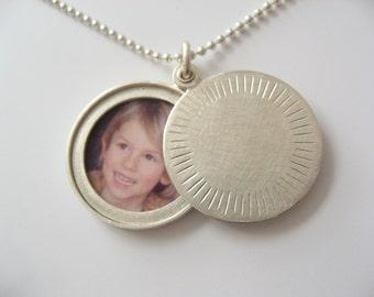 Modern Silver locket for a picture, modern locket, sterling silver, diameter 22mm, Aureole