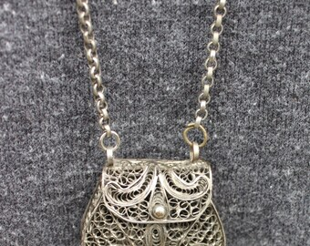 Vintage Silver Filigree Purse Necklace that Open's
