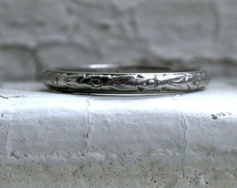 Lovely Vintage Engraved Platinum Wedding Band.