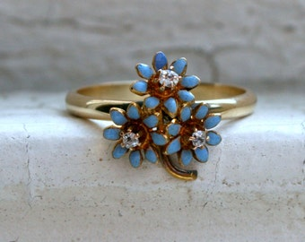 Sweet Vintage 14K Yellow Gold Enamel and Diamond Flower Ring.