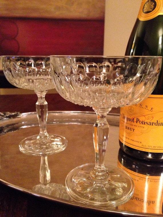 2 vintage champagne coupe glasses set of two. Black Bedroom Furniture Sets. Home Design Ideas