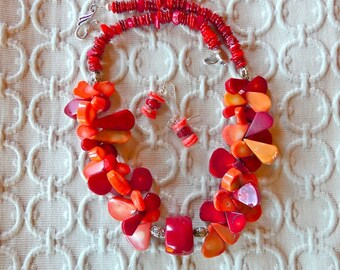 20 Inch Chunky Orange and Red Coral Teardrop Necklace with Earrings