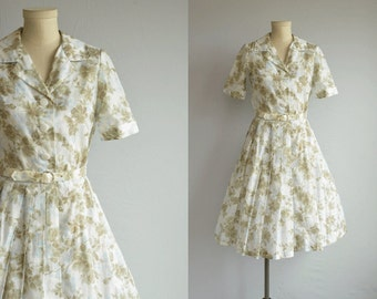 Vintage 1950s Dress / 50s Rose Floral Print with Full Pleated Skirt Shirtdress / Sheer Day Dress