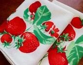 Vintage Linen Napkins 2 Strawberries Red Green White Lunch Tea Picnic Pair Wilendur
