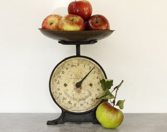 Vintage Kitchen Weighing Scales.......Shabby Chic.