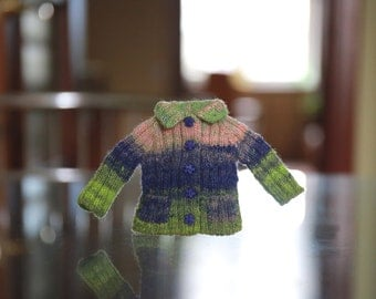 Multicolor knitted sweater for Blythe with pockets