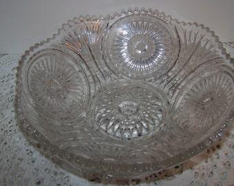 Vintage Pattern Glass Daisy Wheat Scalloped Edge Serving Bowl