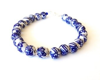 Delfts blue flower bracelet. Netherlands bracelet. Dutch bracelet. Dutch tulip bracelet. Holland bracelet. Delfts blue jewelry. Linnepin010