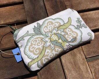 Olive Garden pouch/wallet