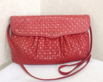 Vintage Bally red woven leather, intrecciato leather handbag purse, shoulder bag with gold tone B logo. Masterpiece