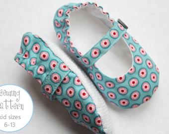 Kid Slipper Pattern - Mary Janes - Sizes 6 to 13