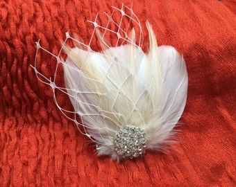 Ivory freather fascinator, vintage hair clip head piece, wedding bridal hair accessory