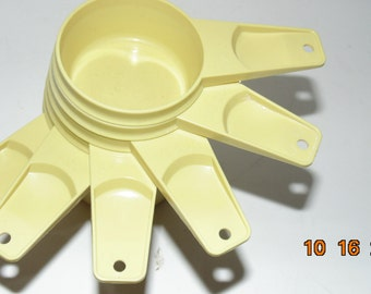Vintage Tupperware Full set of six Yellow measuring cups baking