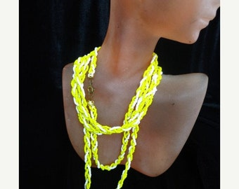 ON SALE Vintage White & Yellow Beaded Twisted Necklace Item K # 1297