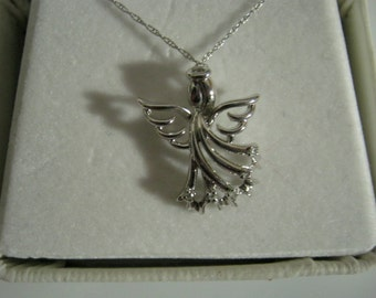 10k White Gold Angel Pendant 5 Diamonds 18 inch