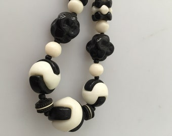 ART DECO Necklace, Beaded Choker, Glass Bead Choker, Black White Beads, 1920s Necklace, Glass Beads, Czech Glass,Puzzle Beads, Vintage Beads