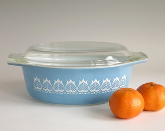 RESERVED Pyrex Blue Tulip 043 Oval Casserole with Lid - 1960s Promotional Pyrex Casserole - 1 1/2 Quart Oval Casserole White Flowers on Blue