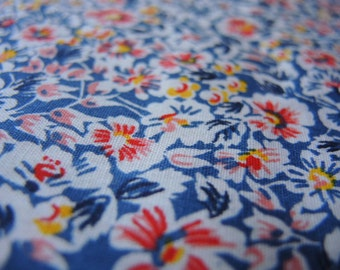 Vintage 1940s cotton fabric floral flowers  1 yard 36 inches wide