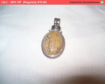 SALE 60% Off Vintage ROMAN pendant, pretty faux stone pendant