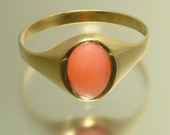 Vintage/ estate 1960s retro 9ct yellow gold/ British hallmarked gold and angel skin coral ring - jewellery jewelry