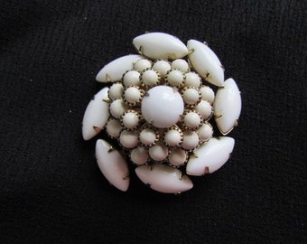 vintage 60's dimensional  dome MILK GLASS PIN Brooch prong set gold tone setting Jd2-148A