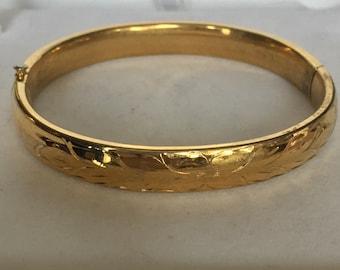 Goldtone with leaf design bracelet