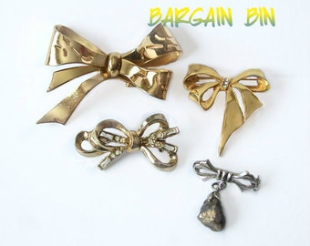Four Vintage Bows Brooches Wear Upcycle Recyle Christmas Craft Supply