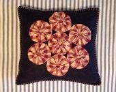 Felt Pillow with Homespun Yo Yos, Navy and Red Pillow, OFG, FAAP, Americana, Red White and Blue