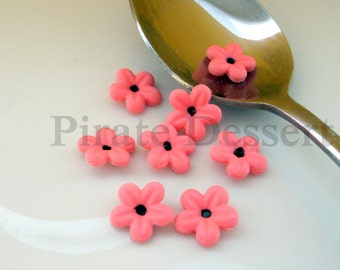 BOLD PINK  quarter inch (6mm) Fondant Blossoms - Edible cake decorations (Bold Pink and black) 12 pieces)