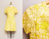 Vintage 1960s MOD Yellow Floral Scooter Dress / 60s Mini Pleated Twiggy Dress / Short Sleeves / Medium