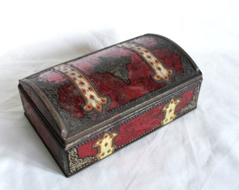 Very shabby red vintage tin box, Fleur de lis, Pirate treasure chest. Old Turkish chiclets container. Rustic dresser decor vanity. Keepsake