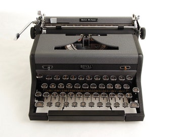 Typewriter, Royal Quiet De Luxe, 1940s