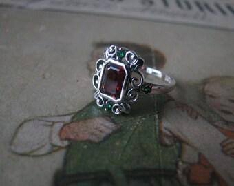 Vintage Sterling Silver Garnet and Emerald Quartz Edwardian Style Filigree Ring Estate Jewelry