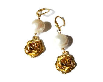 Golden earrings with freshwater pearl and rose. Pearl earrings. Flower earrings. Bridal earrings. Bridesmaid earrings. Long earrings. SY#01