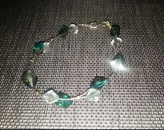 Crystal-green beaded wire bracelet