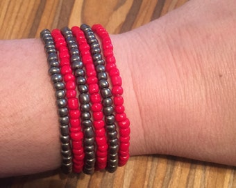 Set of 6 red and gray beaded stretch bracelets