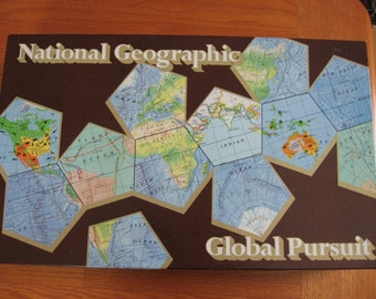 1987 National Geographic Global Pursuit Board Game