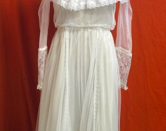 1980's Vintage White Victorian Style Gunne Sak Dress