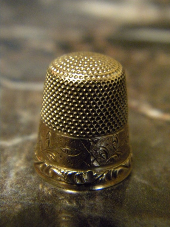 Vintage...9K Yellow Gold, Size 9 Etched Antique English Sewing Thimble.
