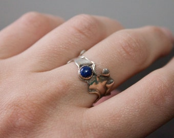 Abstract Modernist Fluid Silver and Blue Lapis Ring