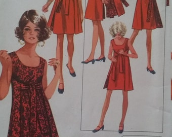 Vintage Simplicity 8125 Sewing Pattern Size Small (8-10) Jiffy Reversible Dress